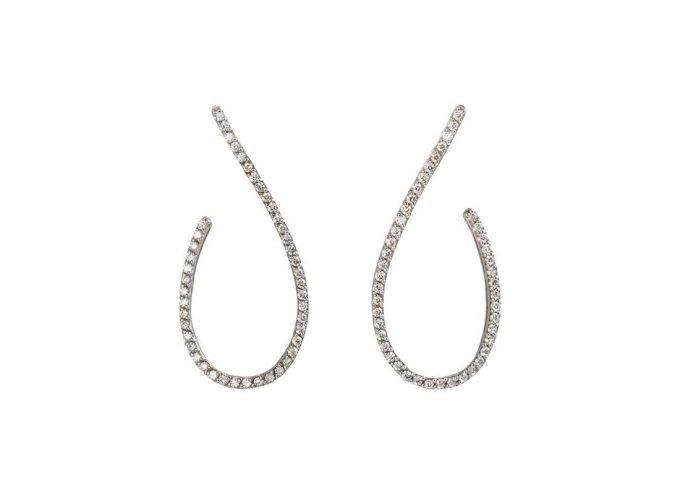 """Orecchini pendenti """"Petali Lunghi"""" in oro bianco 18 carati e diamanti bianchi da 2.30 carati."""