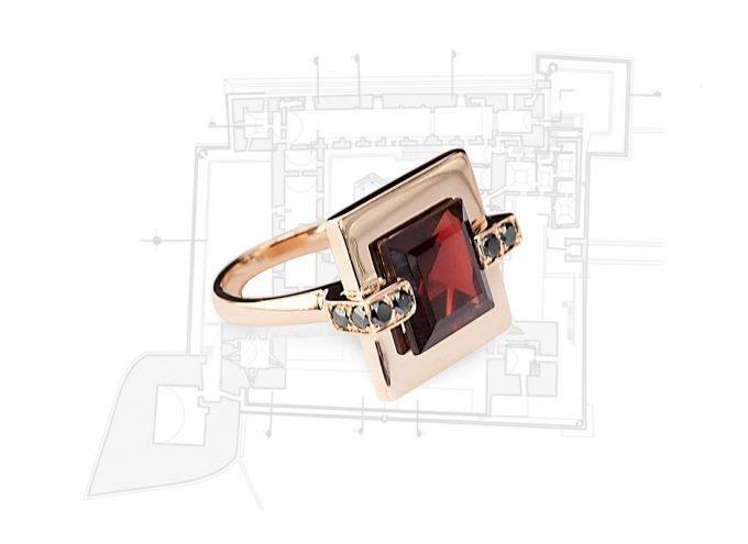 Anello Castello di Trani Bordeaux in Oro Rosa 18 carati, Diamanti Neri da 0,20 carati e Granato
