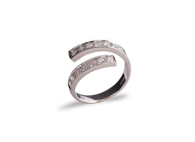 Anello Spiral in Oro Bianco 18 Carati e Diamanti Bianchi da 0.42 Carati.